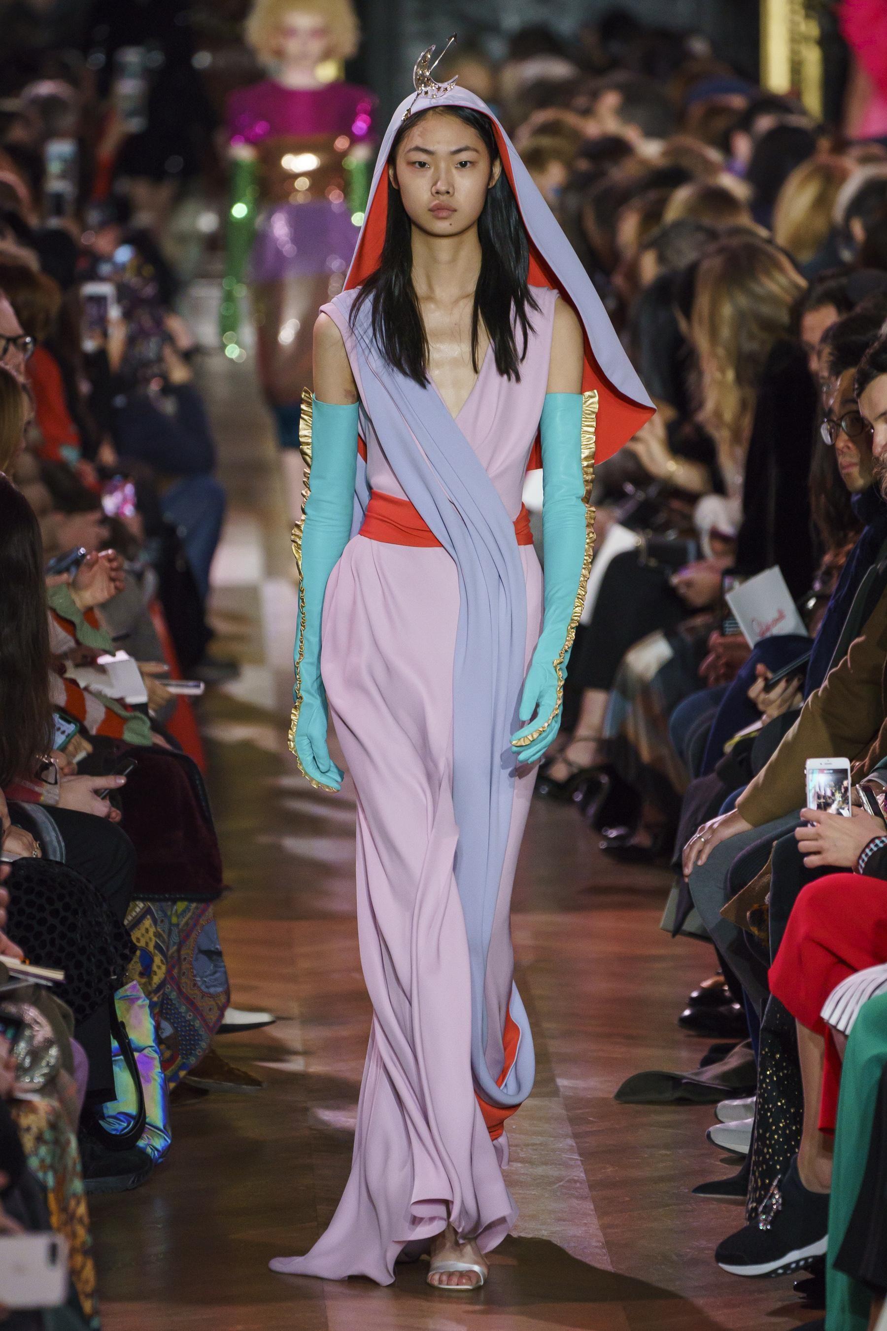 Défilé Schiaparelli printempsété 2019 Couture Printemps