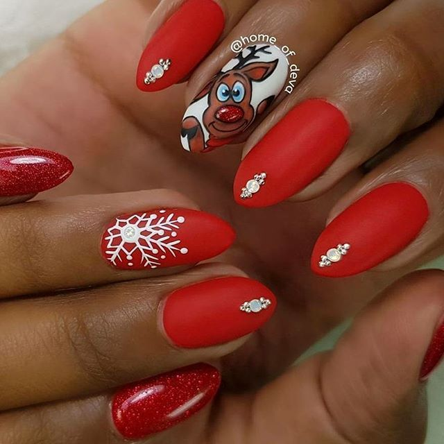 Short and natural Christmas nail set with bright red matte red gel ...