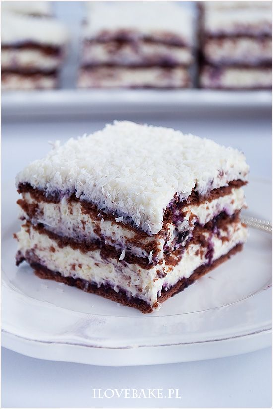 Ciasto princessa zebra is part of Food - Ciasto princessa zebra to przekładaniec bez pieczenia  Krem śmietankowy z kokosem i białą czekoladą, jagody oraz przełożenie herbatnikami kakaowymi  Przepyszne i proste ciasto