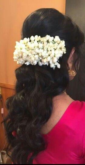 Hindu Wedding Hair With Jasmine Flowers Engagement Hairstyles Flowers In Hair Bride Hairstyles
