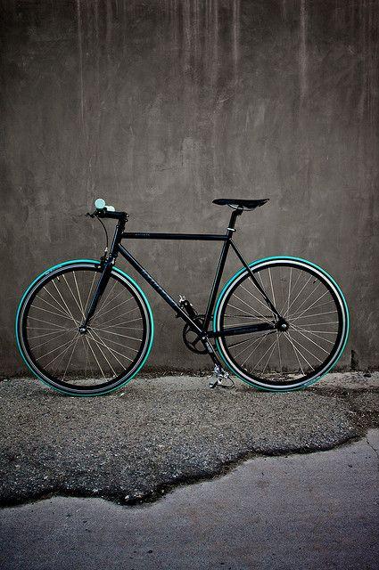 Tommaso Augusta 54cm w/ michelin pro tyres