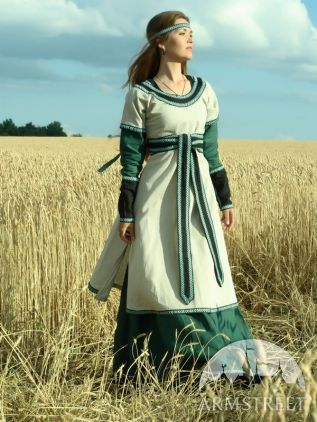 1g 6s 2c This is a three piece outfit, with a long two-tone dress, with a contrasting tunic over it, along with a long cloth belt.