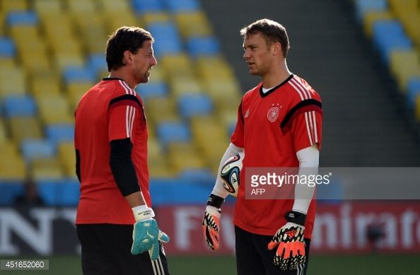Germany's goalkeeper Manuel Neuer (R) talks to goalkeeper Roman Weidenfeller during a training session at The Maracana Stadium in Rio de Janeiro on July 3, 2014, ahead of their match against France in the quarter-finals of the 2014 FIFA World Cup on July 4. AFP PHOTO / PATRIK STOLLARZ