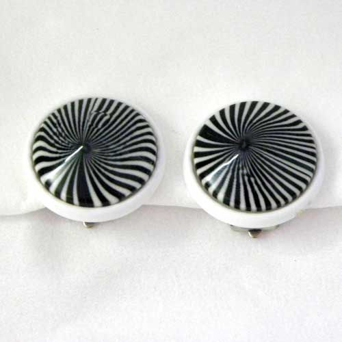 Two tone black and white vintage clip on earrings modernist 1980s vintage earring in a fabulous Pop Art design Swirling colors that have a great 60s look