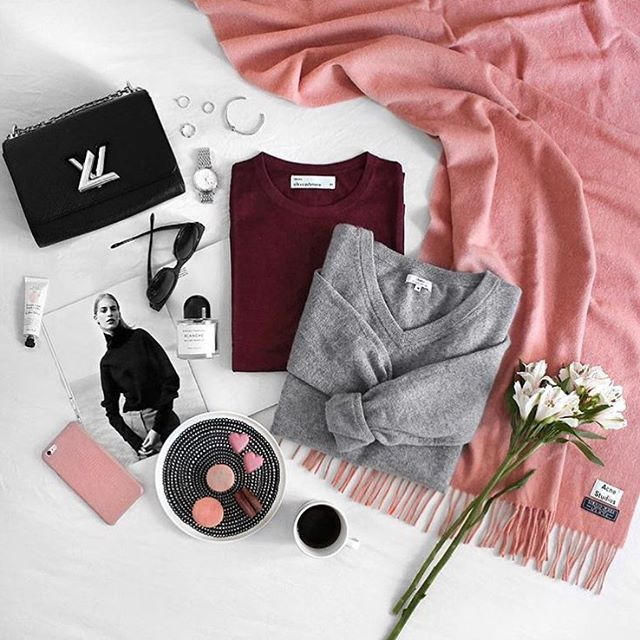 #Sweater #weather :raised_hands: @phoebesoup #flatlay #flatlays #flatlayapp #electionday #style #ootd #blogger #fblogger #bblogger #motd #fall #macarons #flatlayinspiration #stylish #fashionista #flowers #love #younique #flatlaysquad #pink #black #onthetable #flatlay #flatlays #flatlayapp www.flat-lay.com