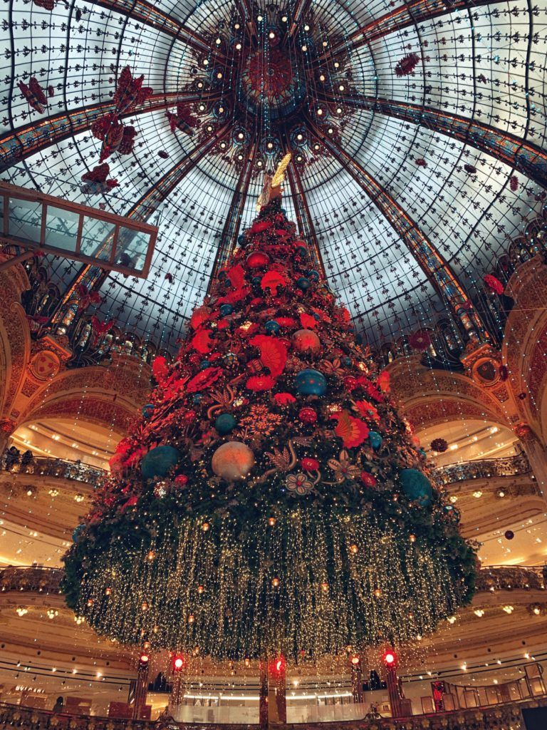 Galeries Lafayette Christmas Tree Festive Season In Paris Solosophie Christmas In Paris Galeries Lafayette Christmas