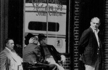"""palma boys social club  Una vez que este fue el lugar de reunión de Anthony """"Fat Tony Salerno, el jefe de simulación de la familia Genovese puso para cubrir Gigante Chin. Aquí fue puesto esquina de la mafia en lo que fue un barrio italiano y ahora es principalmente hispano. El FBI molestó el lugar durante 18 meses a mediados de la década de 1980,"""