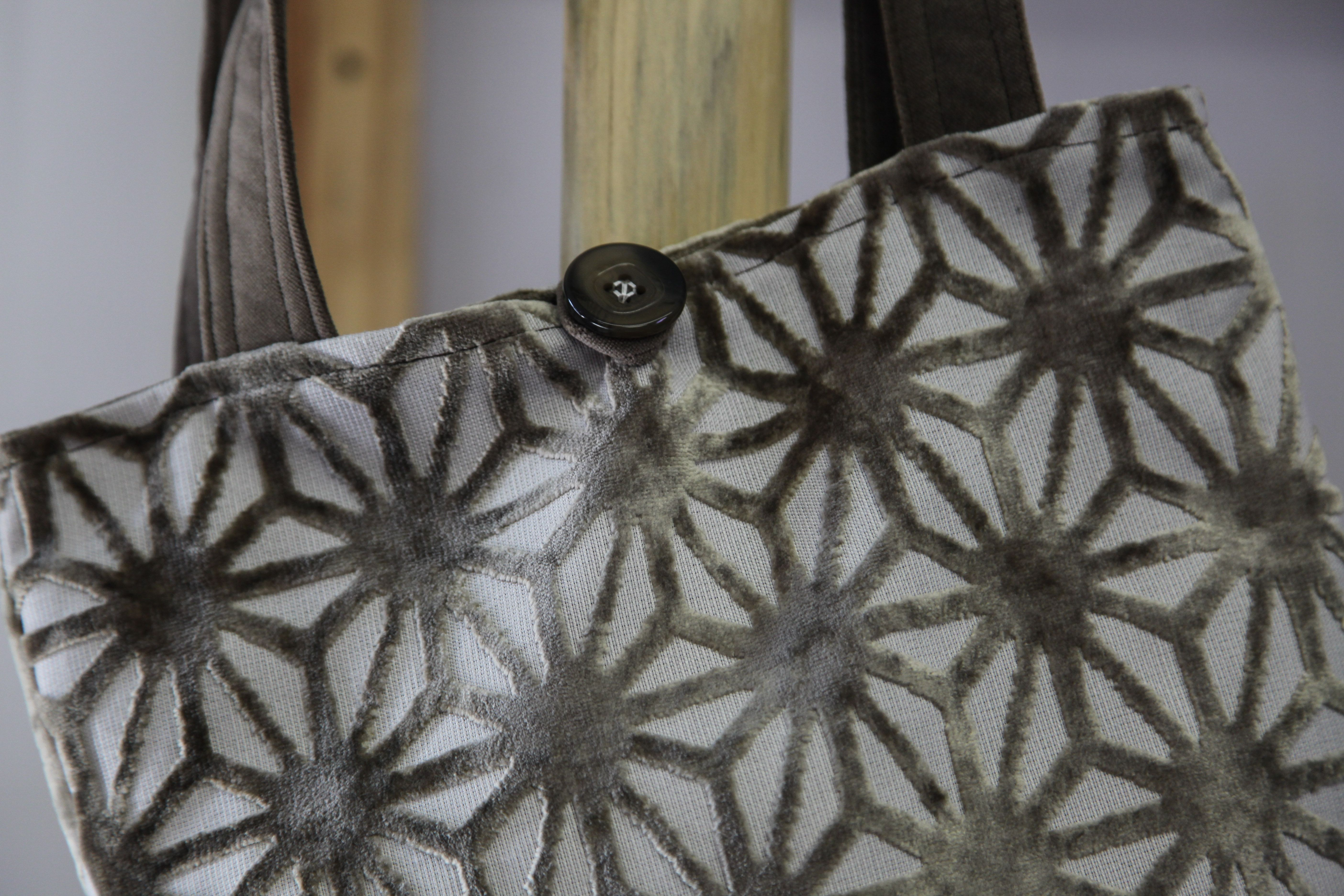 A closer look at the details of the flowers. Beautiful design makes this neutral bag stand out!