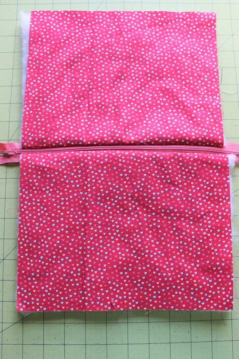 Zipper Pouch Tutorial - Peek-a-Boo Pages - Patterns 9a54a54c6d
