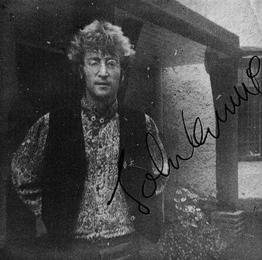 ♥ John Lennon <3