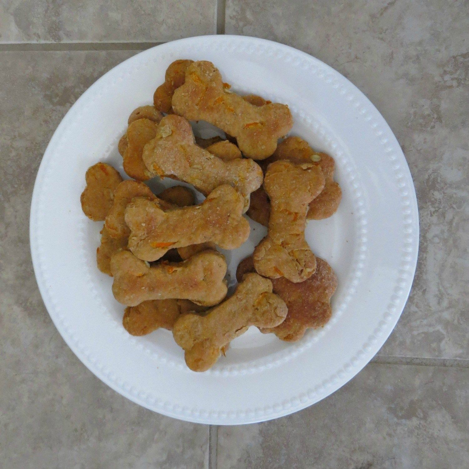 Easy Peanut Butter and Carrot Homemade Dog Treats // One bowl recipe!