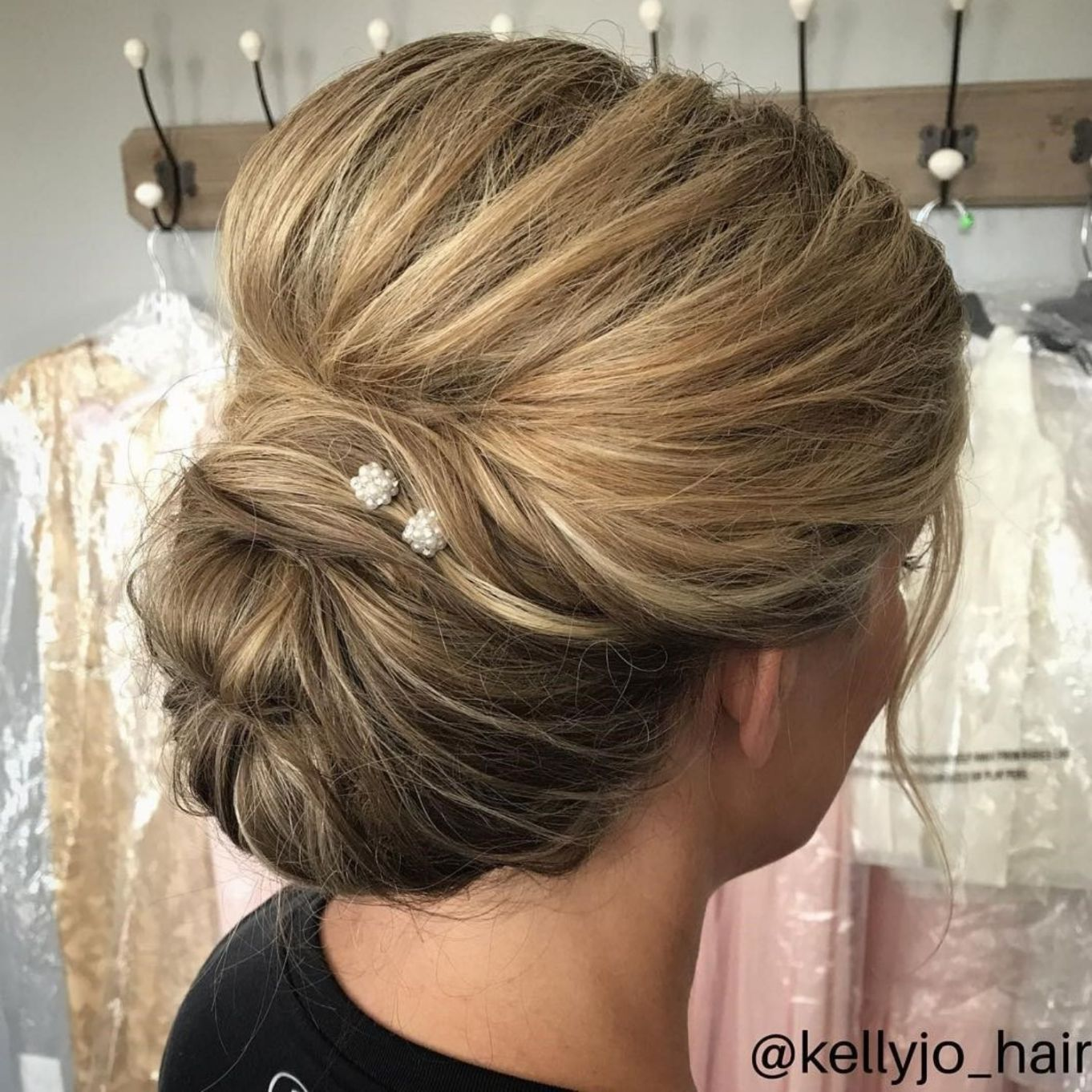 Lovely Bouffant Updo For Long Hair Mother Of The Groom Hairstyles Mother Of The Bride Hair Mom Hairstyles