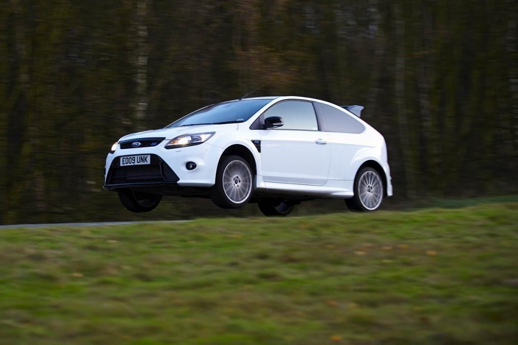 Flying White Ford Focus RS jump car & Flying White Ford Focus RS jump car | Ford Focus RS | Pinterest ... markmcfarlin.com