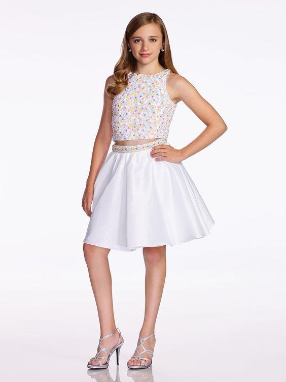 07b1705b2e307 Mezuniyet Elbise Modelleri Beyaz Kısa İki Parça Göbeği Açık Kolsuz Boncuk  İşlemeli
