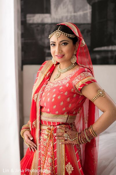 ff85900999 Traditional Indian bride look. http://www.maharaniweddings.com/gallery.  Visit. February 2019