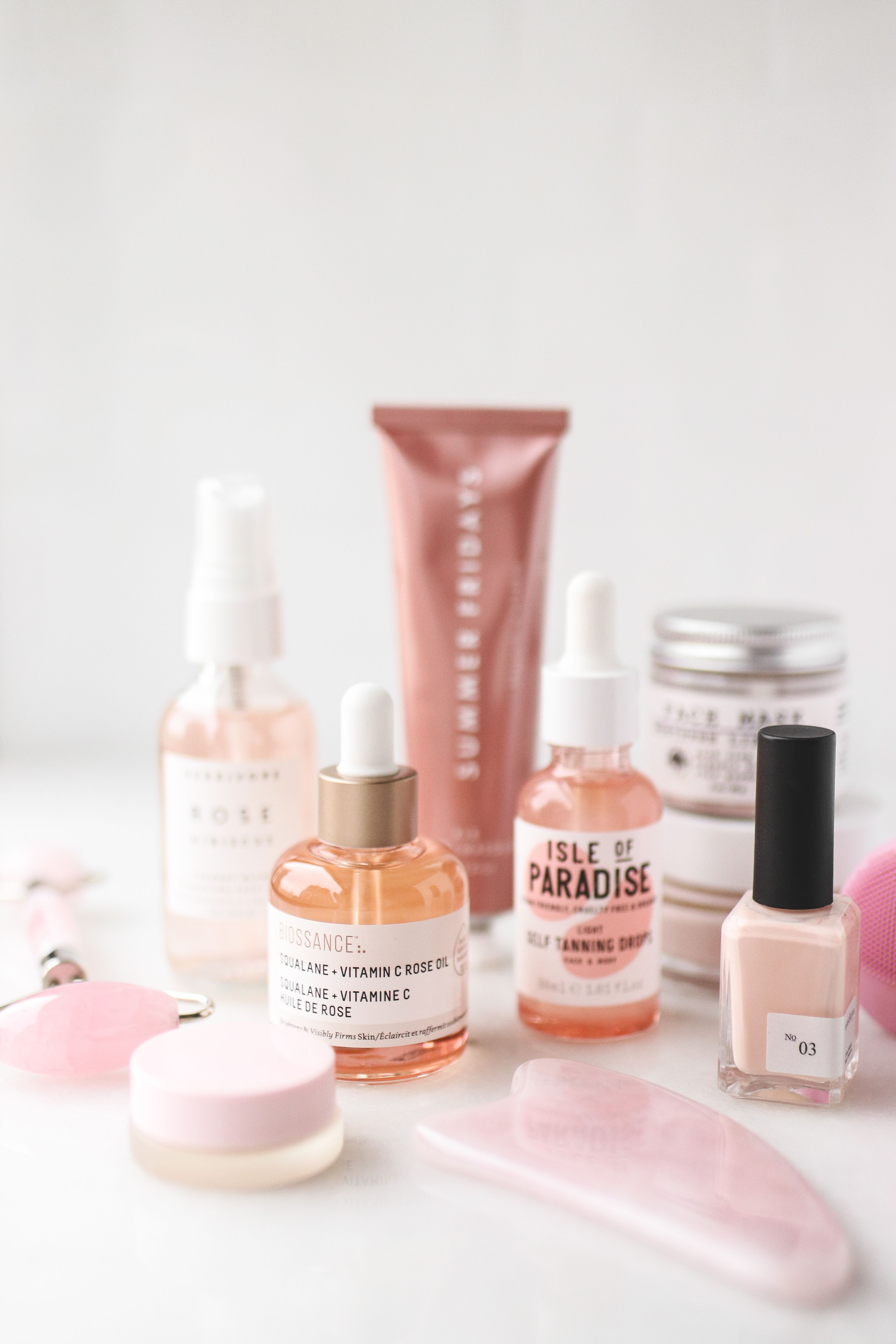 Clean, nontoxic and vegan skincare for the summer. Nailpolish, biossance oil, summer fridays R+R mask, frank and whit hibiscus mask, isle of paradise self tanner, hynt beauty concealer, herbivore rose spray and mount lai rose quartz tools. | veggiekinsblog.com | #selfcare #selflove #skincare #nontoxic #cleanbeauty #vegan #summerfridays #makeup #shelfie #guasha #pink #biossance