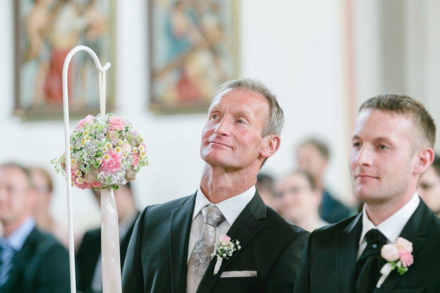 Kirchliche-Hochzeit-Hauzenberg-Passau-Waldkirchen-mit-Hochzeitsfotografin-Simone-Bauer