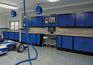 Awesome garage! Ceiling mounted compressed air, vacuum