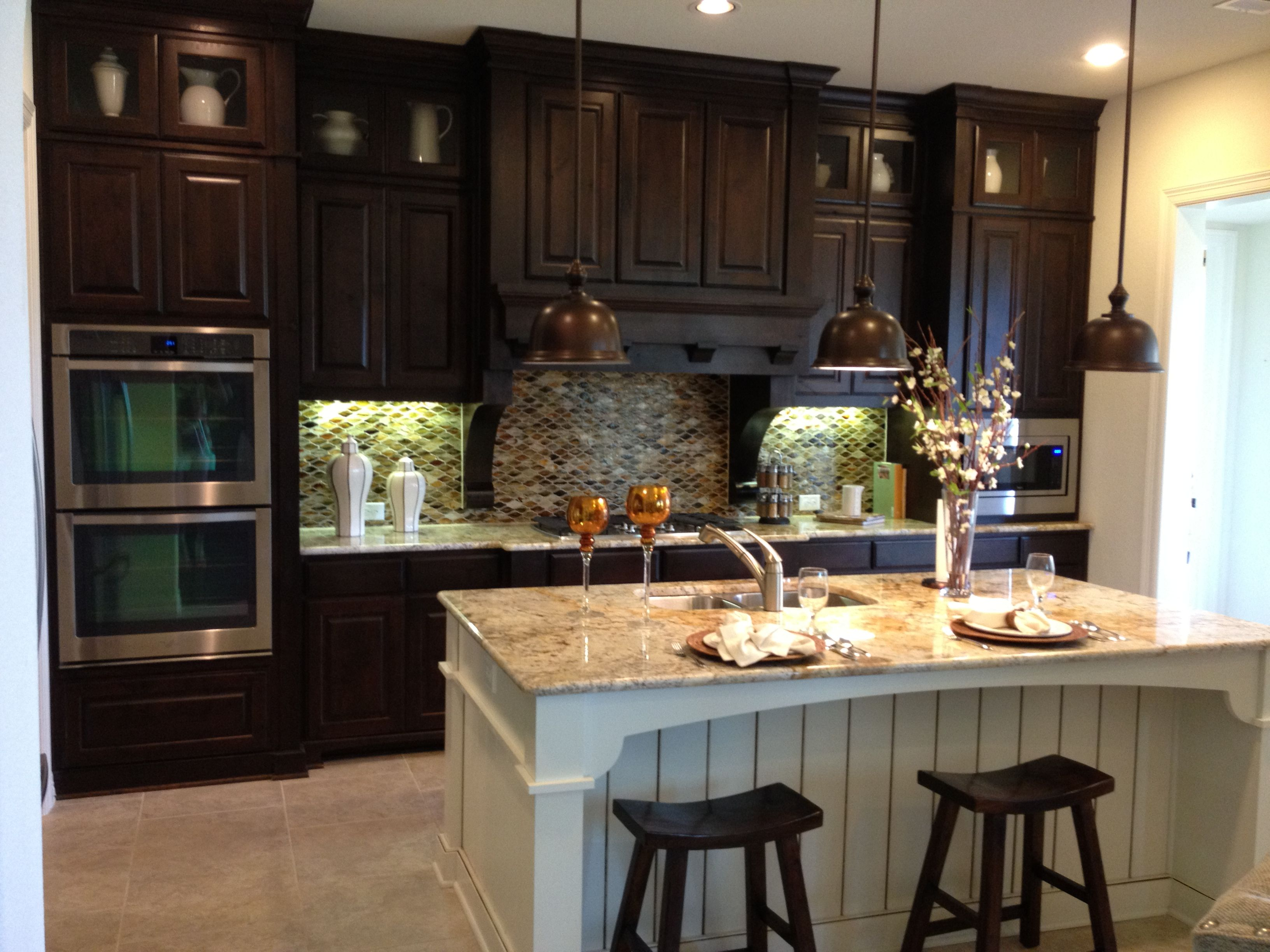 Knotty Alder Cabinets paired with an antiqued White Maple Island
