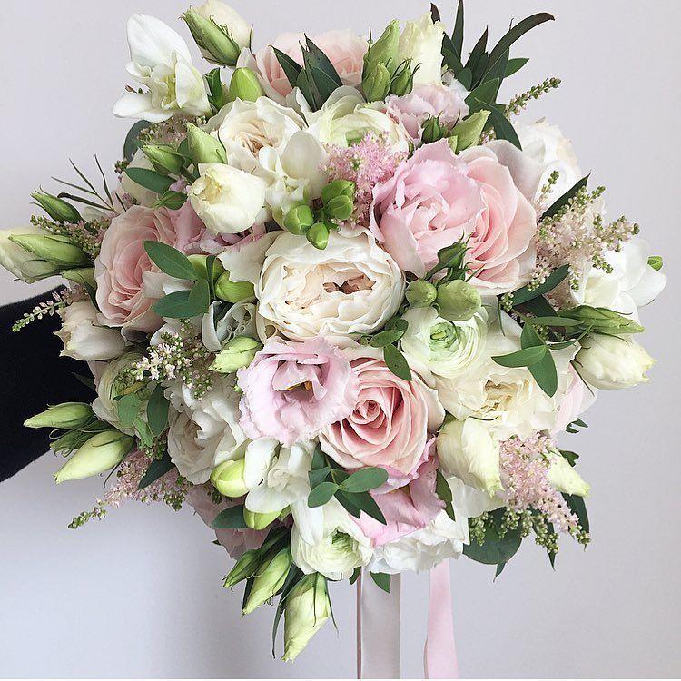 Follow us @SIGNATUREBRIDE on Twitter and on FACEBOOK @ SIGNATURE BRIDE MAGAZINE #whitebridalbouquets