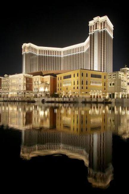 vegas biggest casino