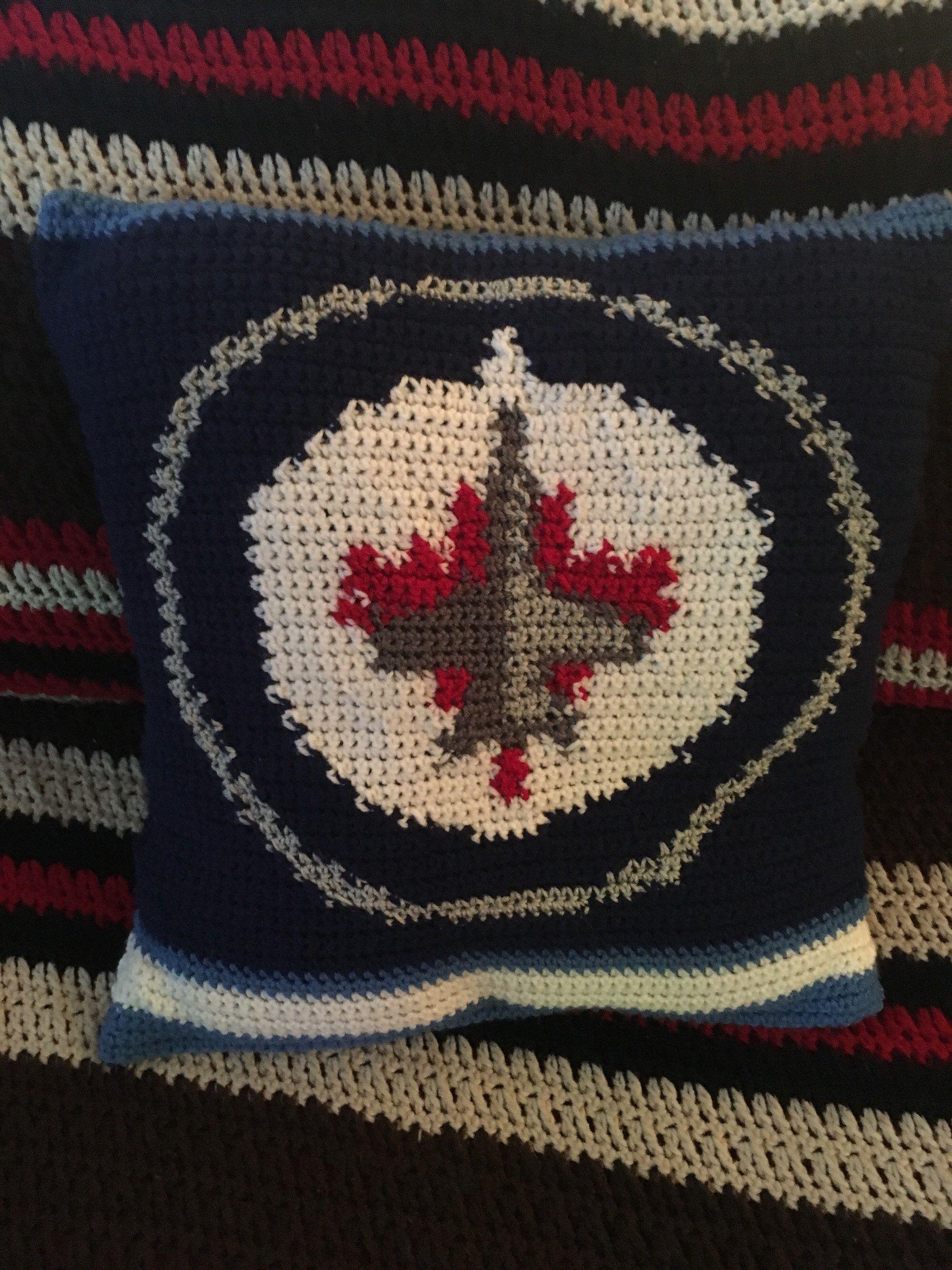 online retailer c48b4 06486 Crochet Winnipeg Jets Pillow Cover | Hockey Crochet ...