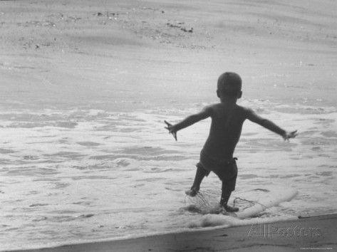 Little Boy Trying to Surf Fotografie-Druck von Allan Grant bei AllPosters.de