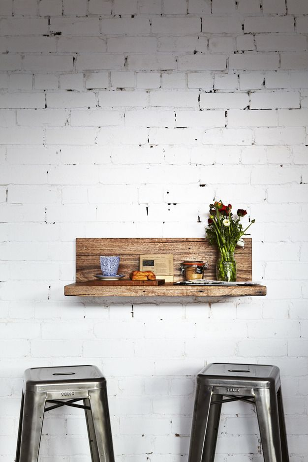 Wall mounted bar