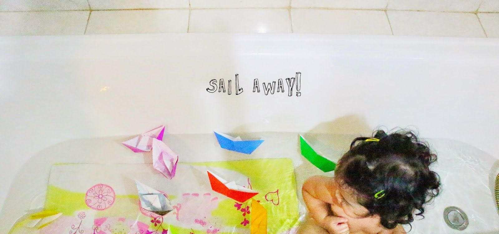 DIY - Colorful Paper Boats. Play Ideas for Toddler/Kids. www.lifeatarcilland.com