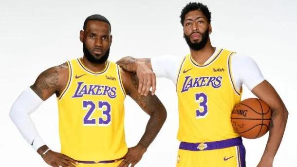 Lebron James Says Lakers Offense Needs To Run Through Anthony Davis Probasketballtalk Nbc Sports Anthony Davis Lakers Lebron James