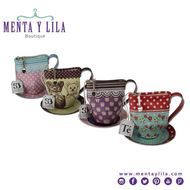 #RegalosEspecialesparaElla Monedero de piel con diseño de taza de té. El zipper tiene forma de cucharita y la bolsita de té sirve para colgar las llaves. Marca: Salvador Bachiller. #Original #ObjetodelDeseo #Nicaragua #MentayLila