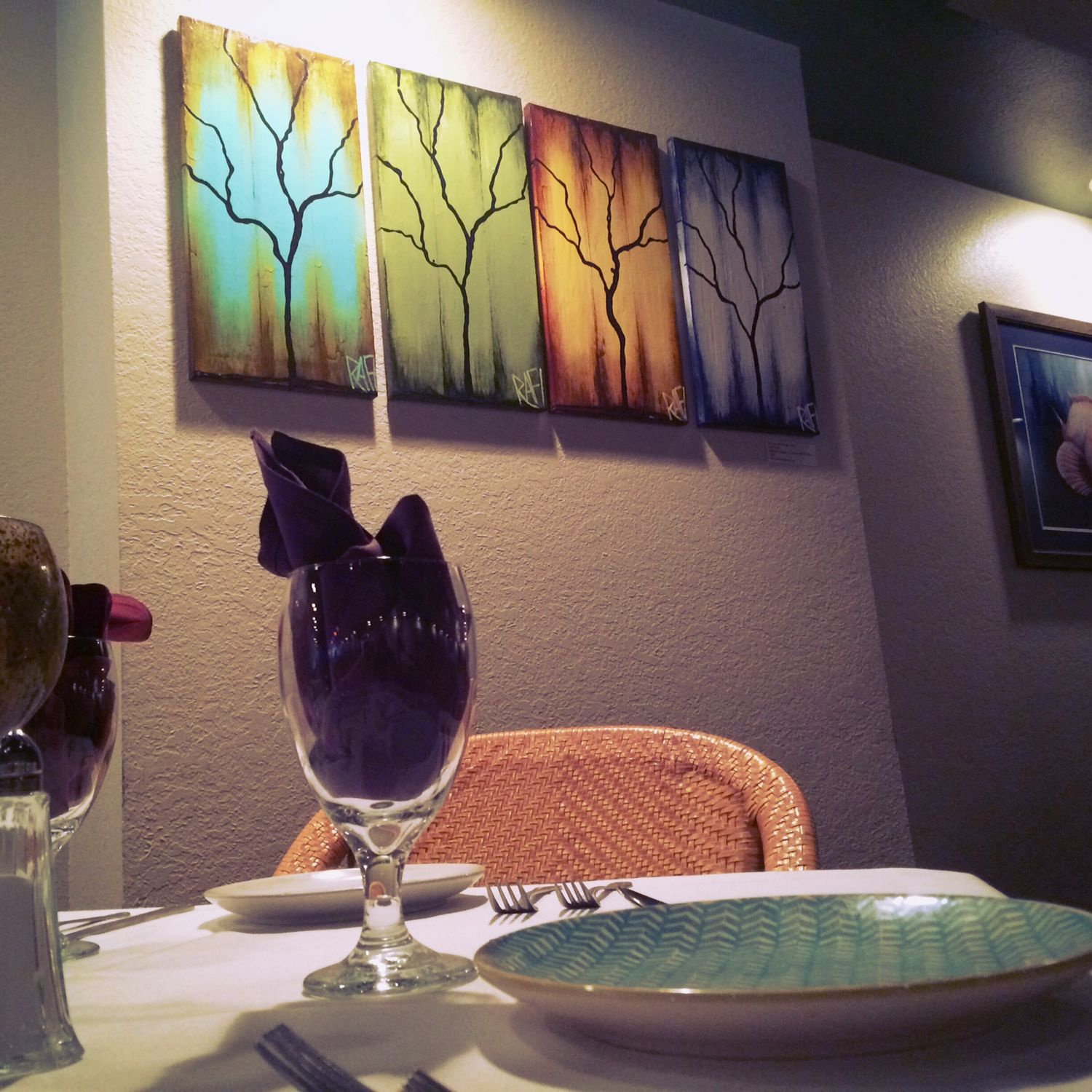 Seasons of change at Global Grill, how awesome is that?! #globalgrill #upsideofflorida #artwork #art