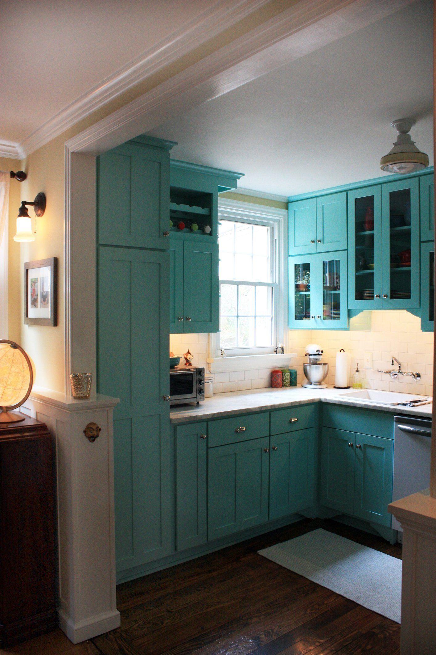 Jen & Andrew\'s Colorful Bungalow | Holzhäuschen, Küche und Wohnen