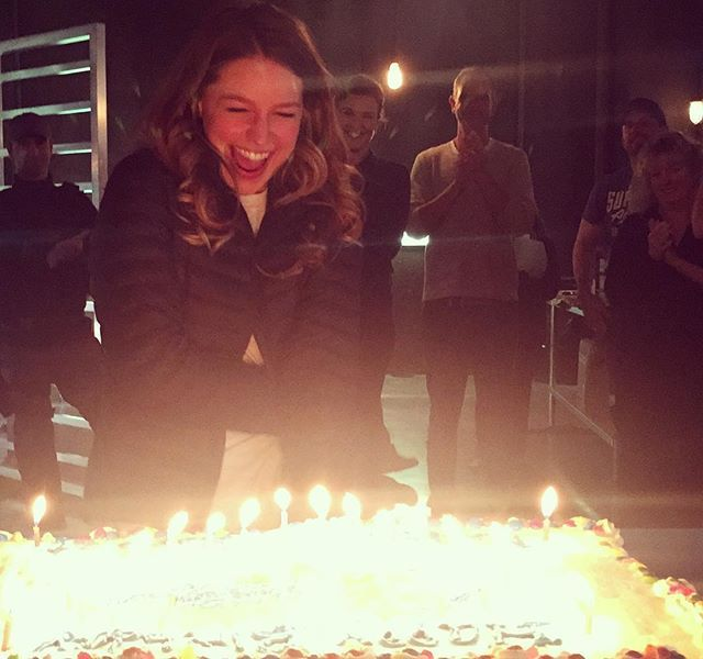 Happy Birthday To Melissabenoist Suprise Cake At Work Day Supergirl Supergirlcw Melissa Supergirl Supergirl Tv Melissa Benoist