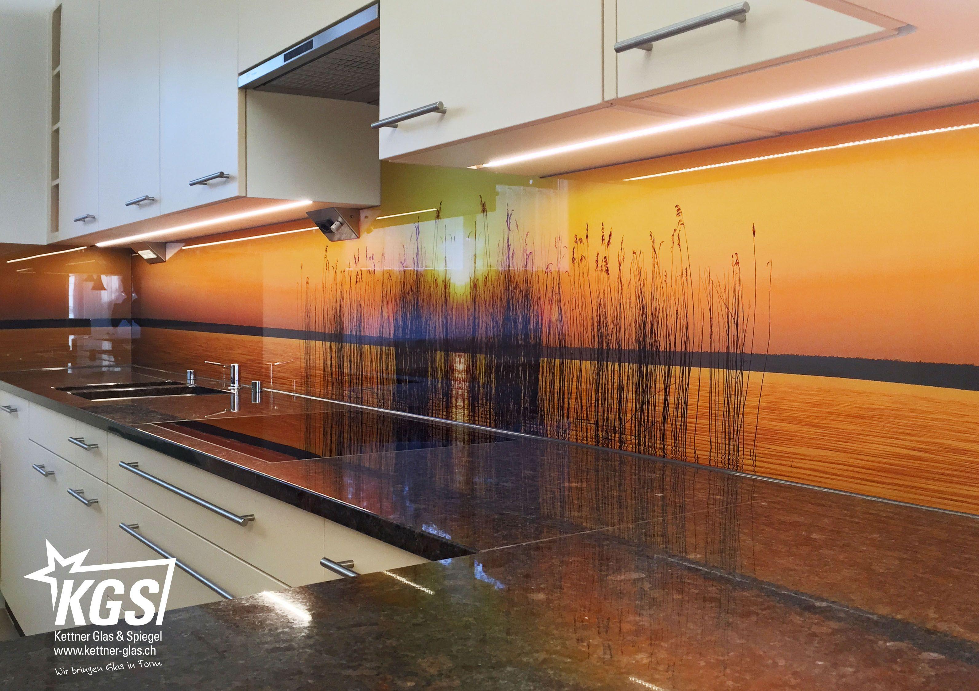 Kuchenruckwand Mit Individuellem Motivdruck In Der Ansicht Von Unten Kuchenruckwand Kuchenruckwand Glas Motiv Wand