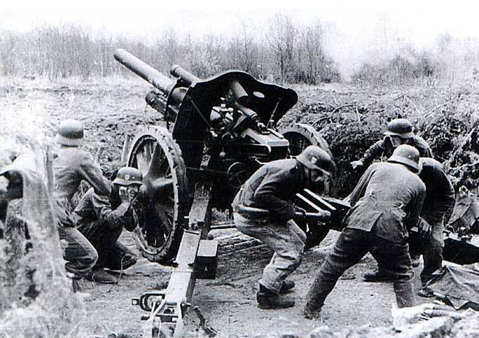 Image result for German 10.5 cm LEFH 18 field howitzer