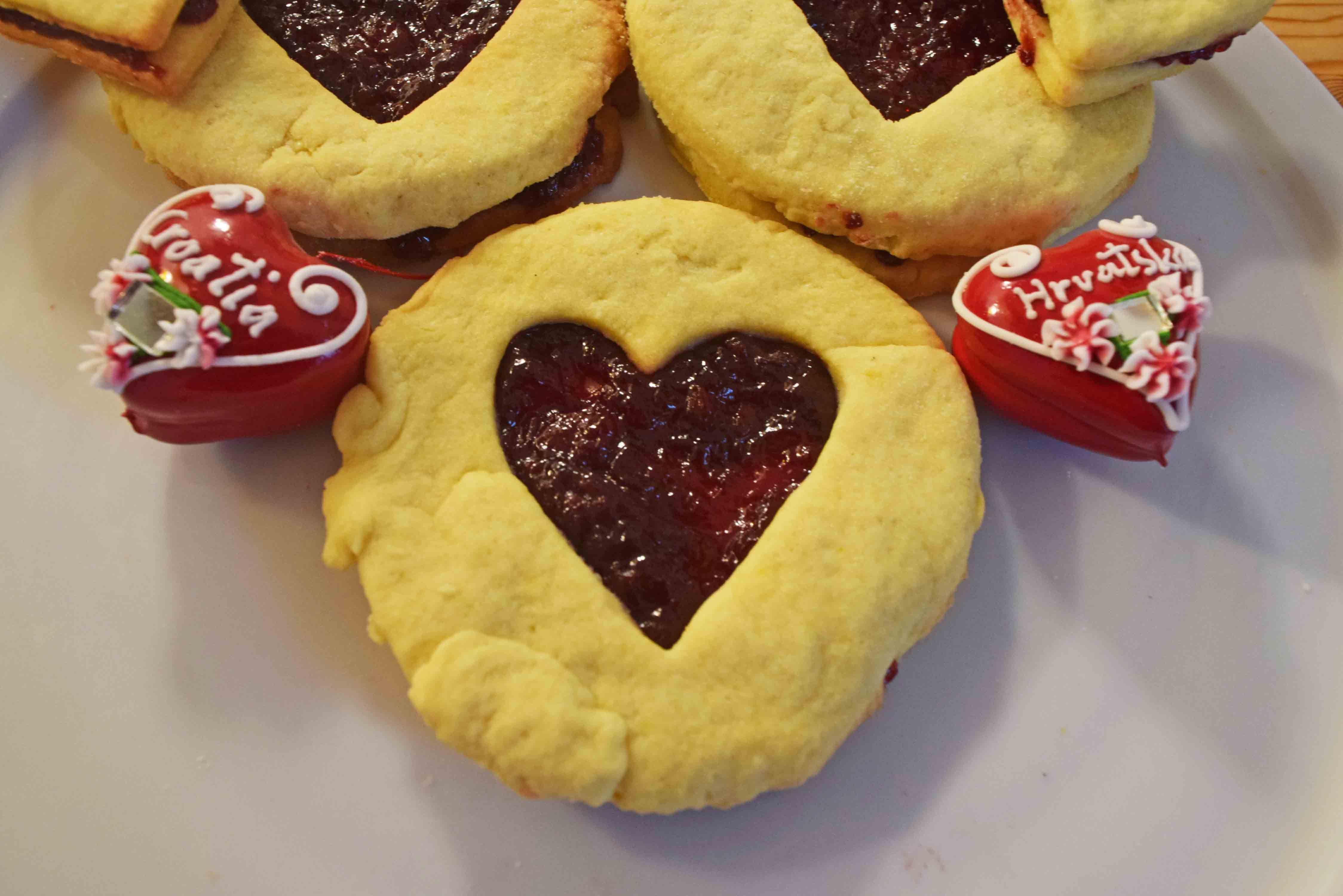 Kekse Mit Hagebuttenmarmelade Kroatische Weihnachtsplatzchen Hagebuttenmarmelade Rezept Kekse Lebensmittel Essen
