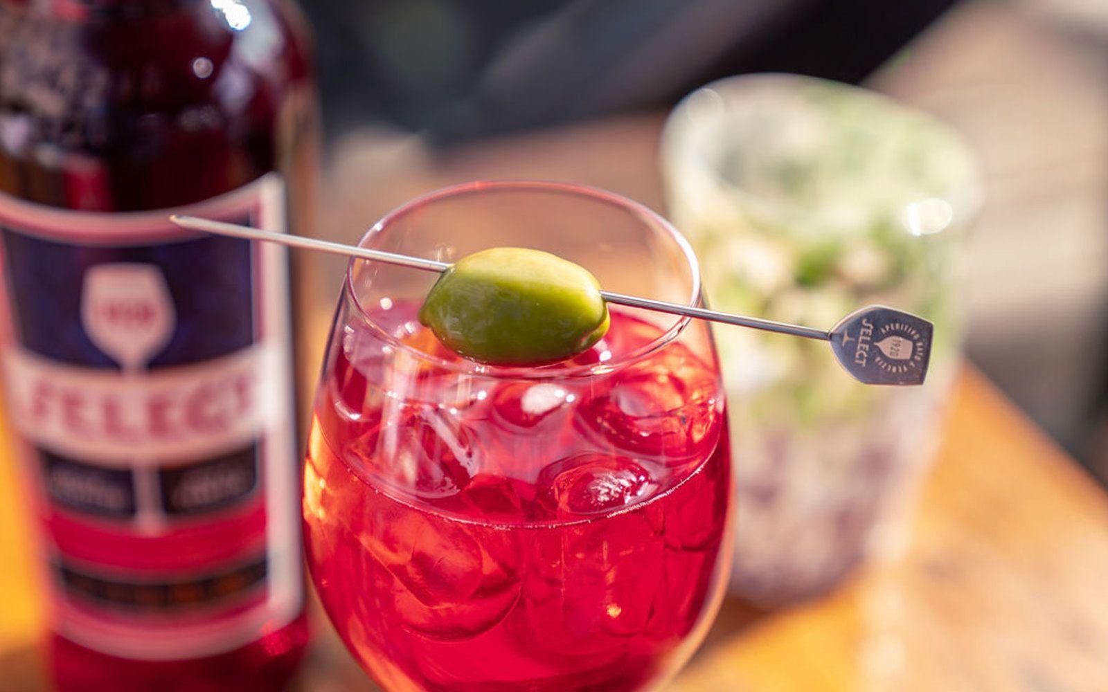 Where To Drink Select Spritz In Venice Italy In 2020 Venice Drinks Spritz