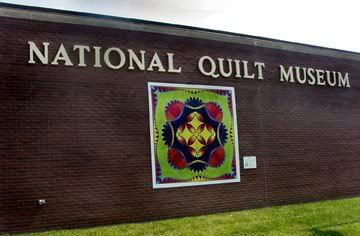 The National Quilt Museum In Paducah Ky Is The World S Largest Museum Devoted To Quilt And Fiber Art A Destination F National Quilt Museum Barn Quilts Quilts