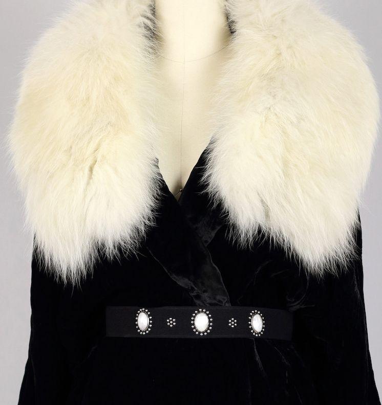 Hattie Carnegie - Manteau - Velours de Soie Noir, Fourrure et Cabochons Blanc - Années 40