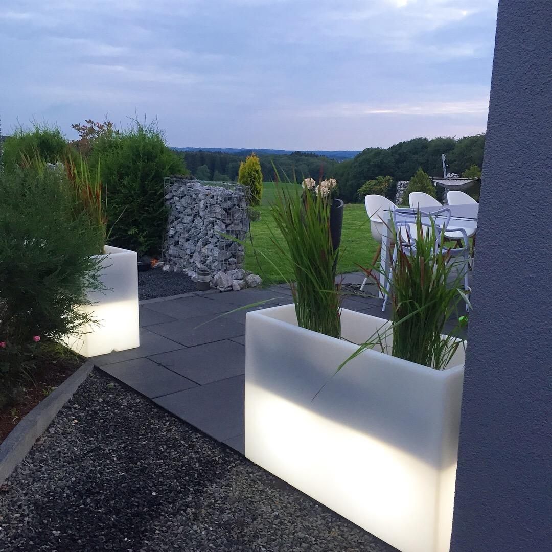 Pflanzkubel Raumteiler Kunststoff Beleuchtet Elemento Weiss Pflanzkubel Licht Im Garten Bepflanzung