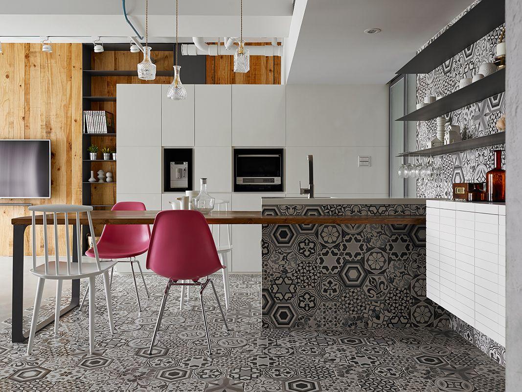 Petit appartement avec une décoration d\'intérieur éclectique
