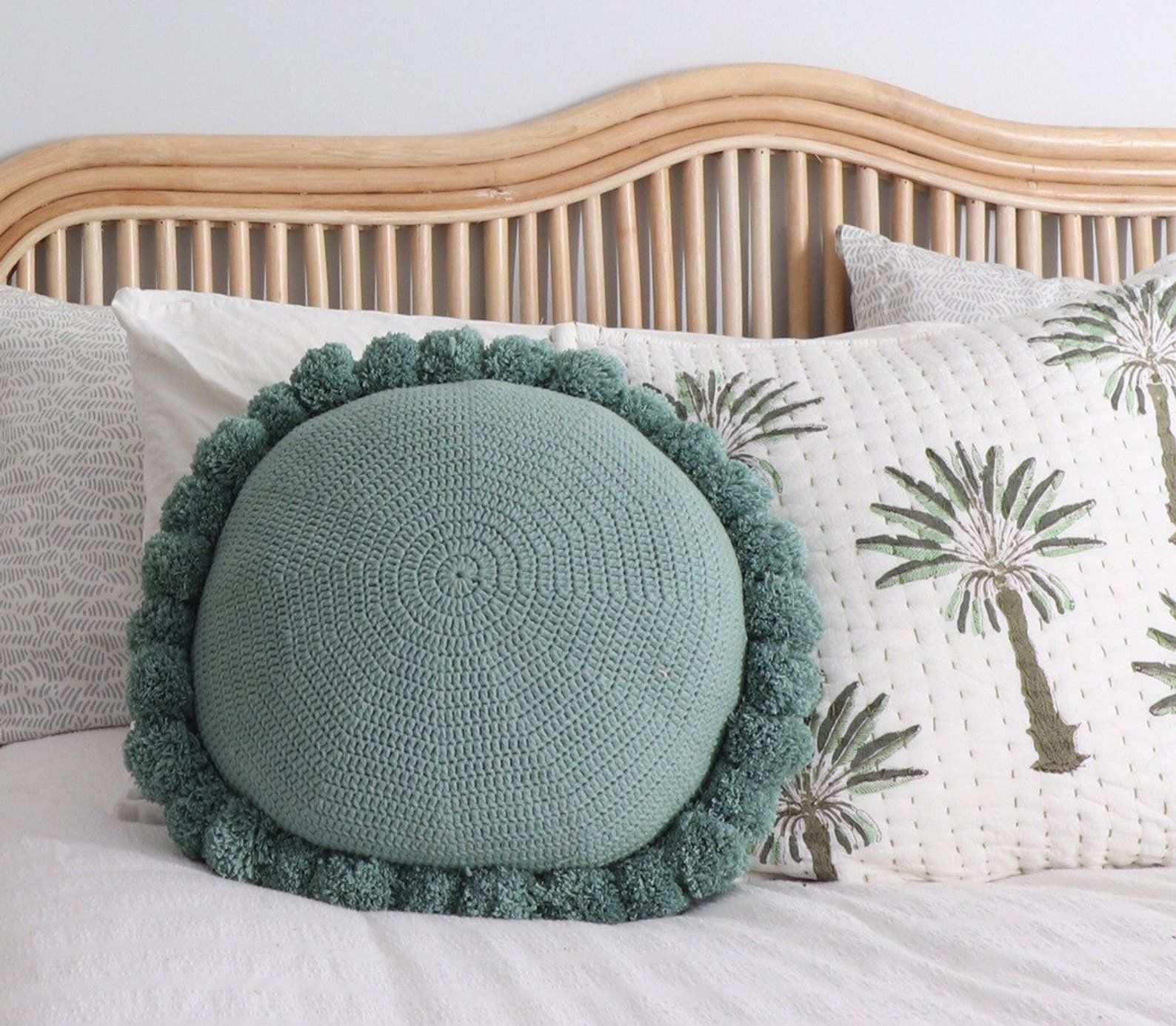 100 cotton round pom pom cushion