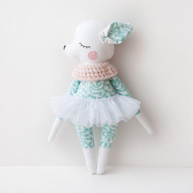 Bambi-Rehkitz als Kuscheltier, Ballerina-Puppe für Kinder / mint b ...