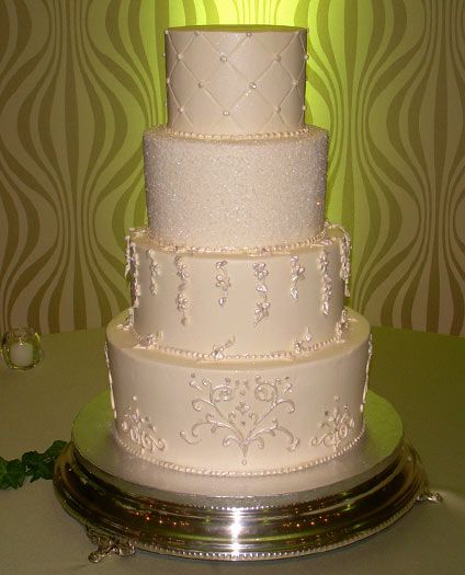 View Photos Of Our Traditional Wedding Cakes