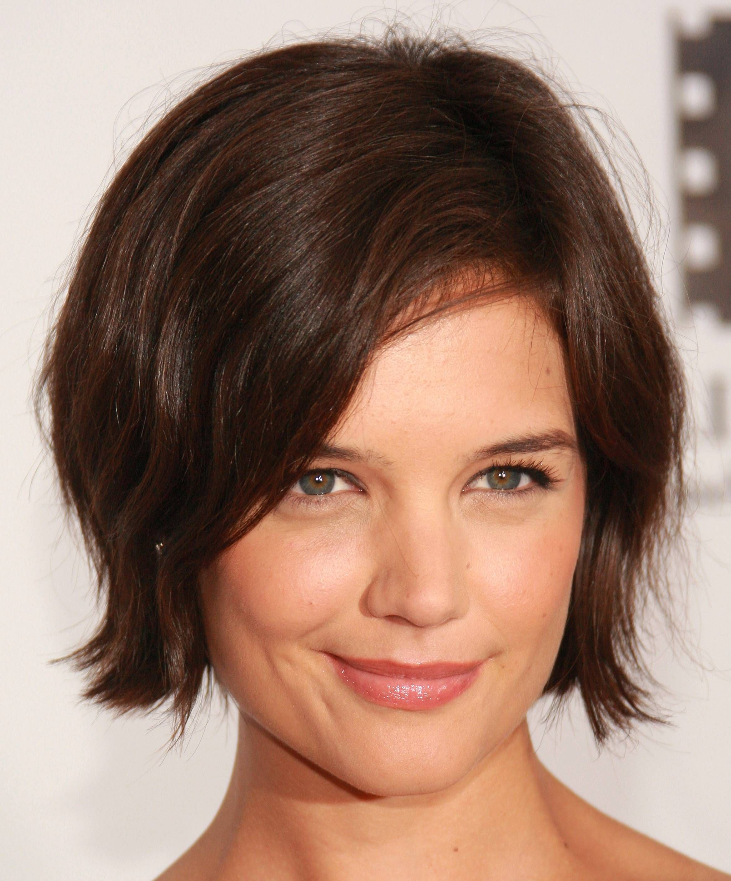 15 Katie Holmes Hairstyles From Long To Short And Back Again Thick Hair Styles Celebrity Short Hair Short Hair Styles For Round Faces