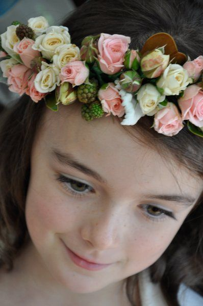 In love with flower halos on flower girls .....