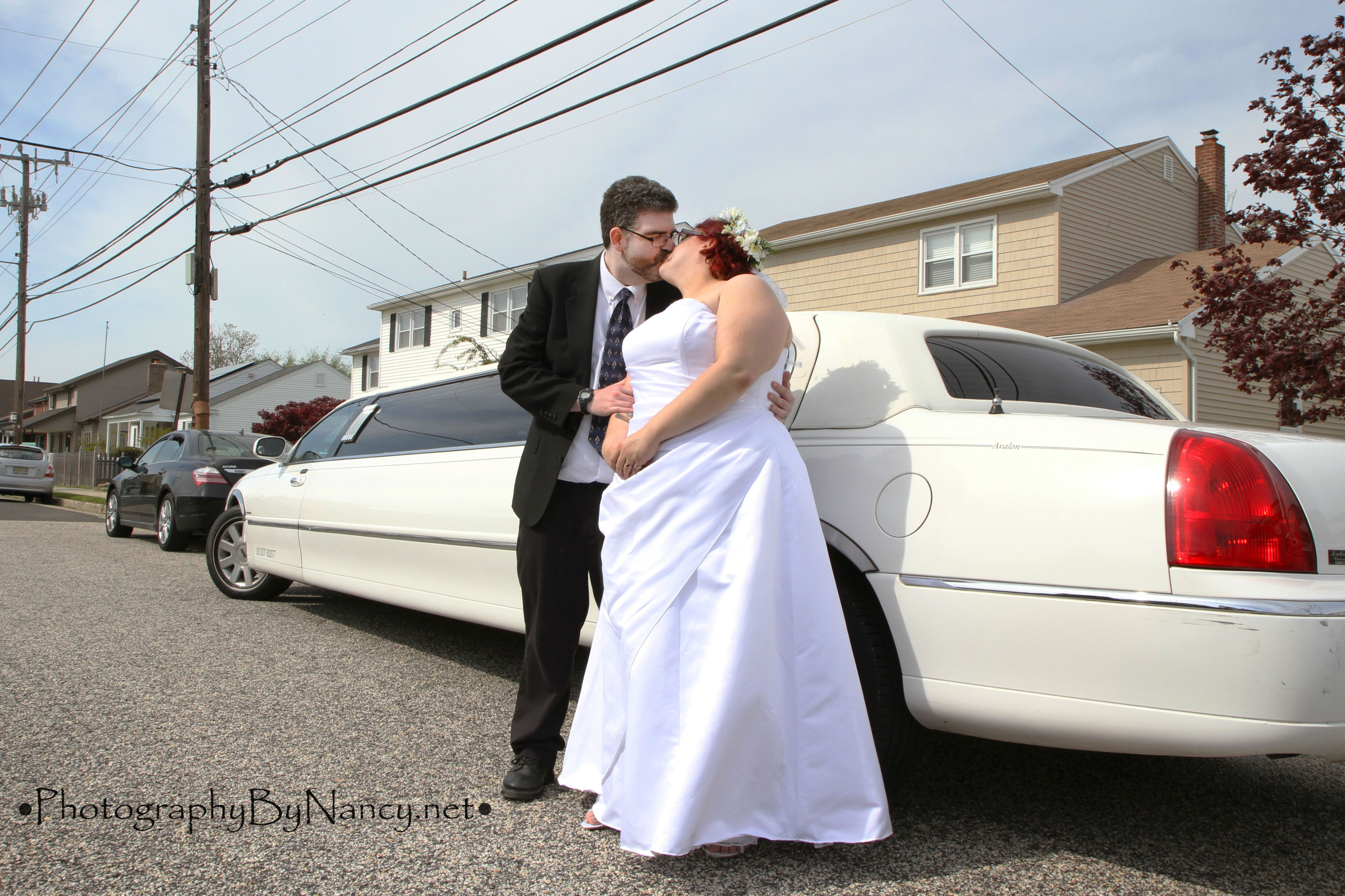 Wedding Limo. Bride and groom. Wedding limo, Wedding
