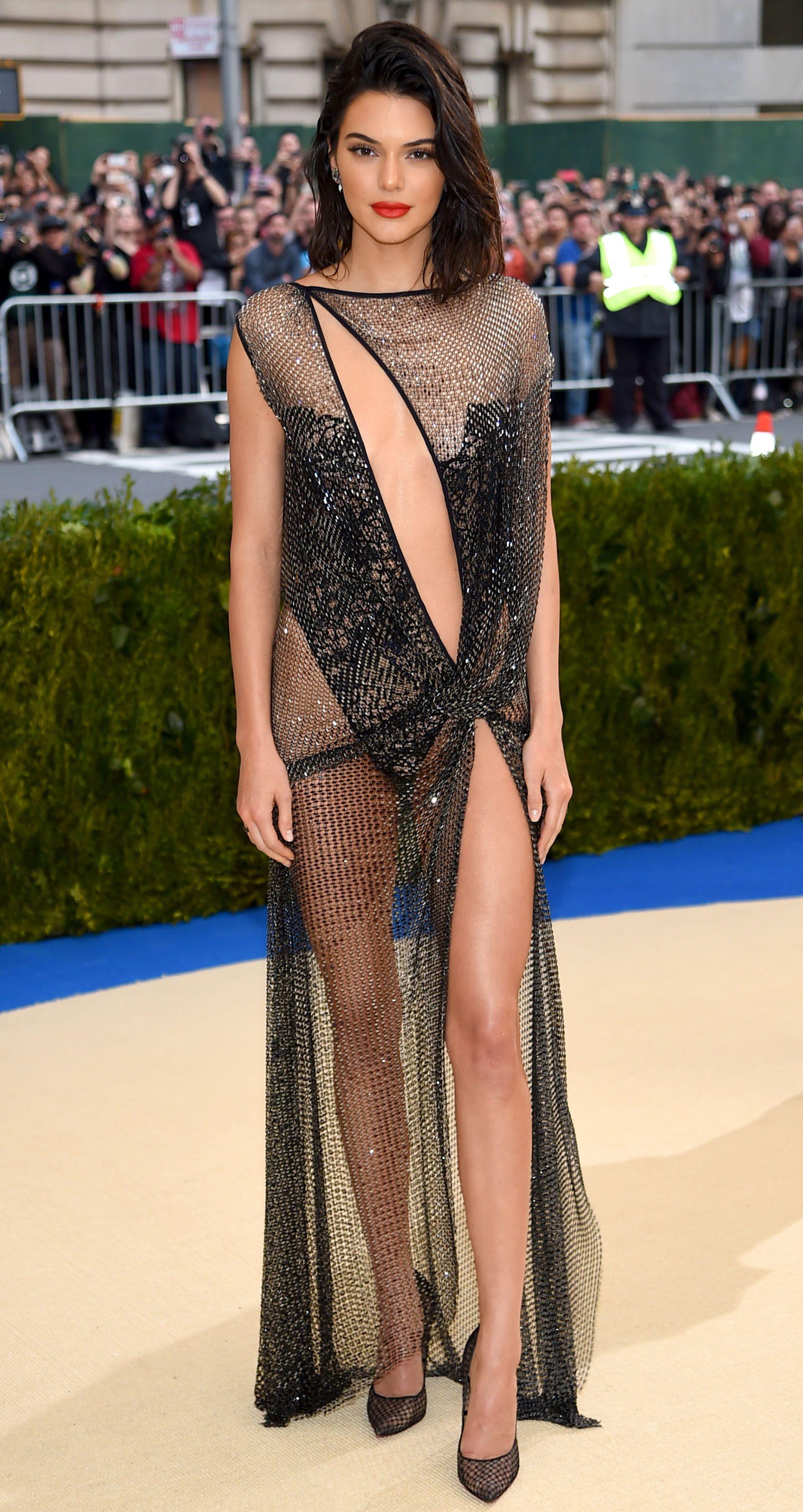 Kendall Jenner Looks Sensational in La Perla's New Campaign picture