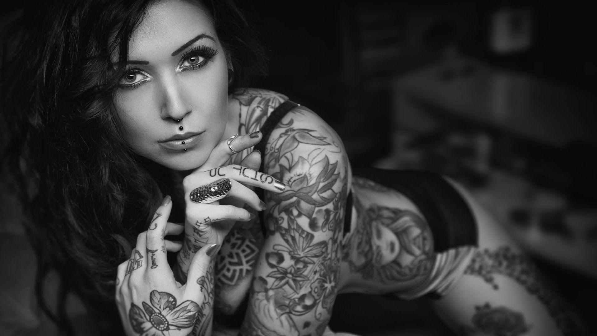 Hot tattooed girl wallpaper
